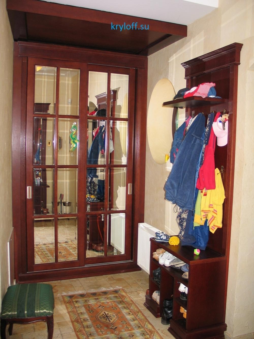 010 Встроенный шкаф для одежды в прихожей