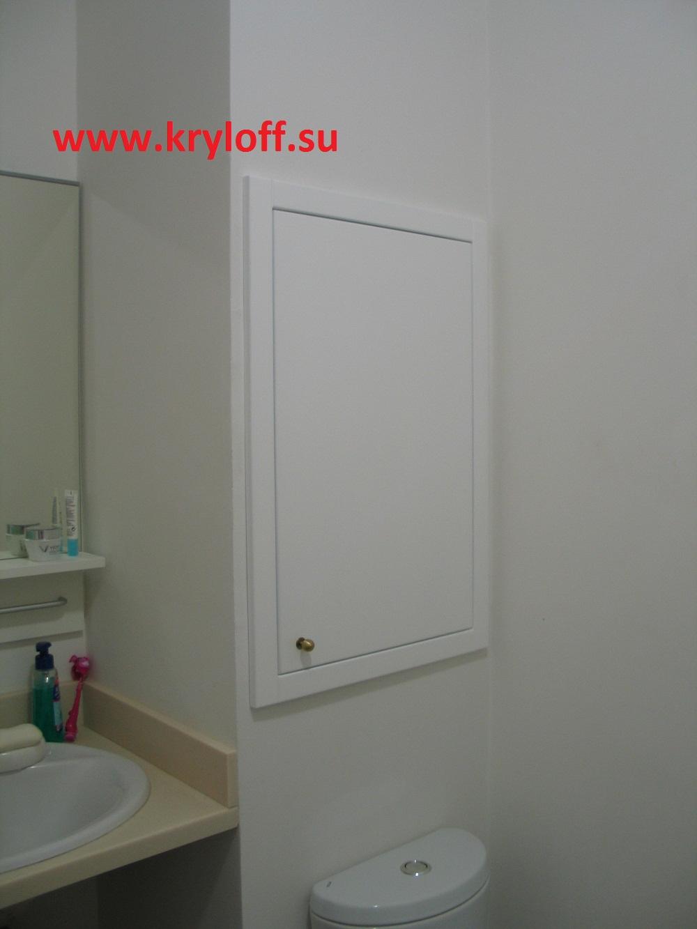 032 Дверка крашеная в ванную комнату для коллекторного шкафа с полкой внутри