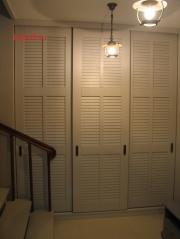 010 Шкаф с тремя раздвижными дверками