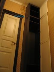 013 Шкаф для одежды в проем стены