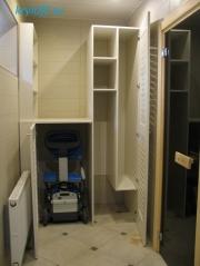 008 Шкаф для пылесоса с жалюзийными дверками