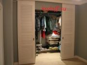 001 Двери раздвижные жалюзийные для гардеробных комнат
