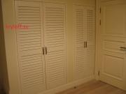 011 Встроенный шкаф с жалюзийными дверками