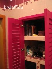 09 Шкаф с жалюзийными дверками в ванной