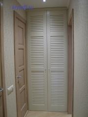 005 Шкаф с жалюзийными дверками