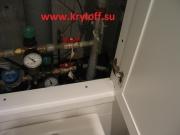 002 Дверь над унитазом на заказ крашеная в цвет кафельной плитки