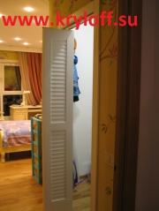 032 Складные жалюзийные дверки крашеные белые